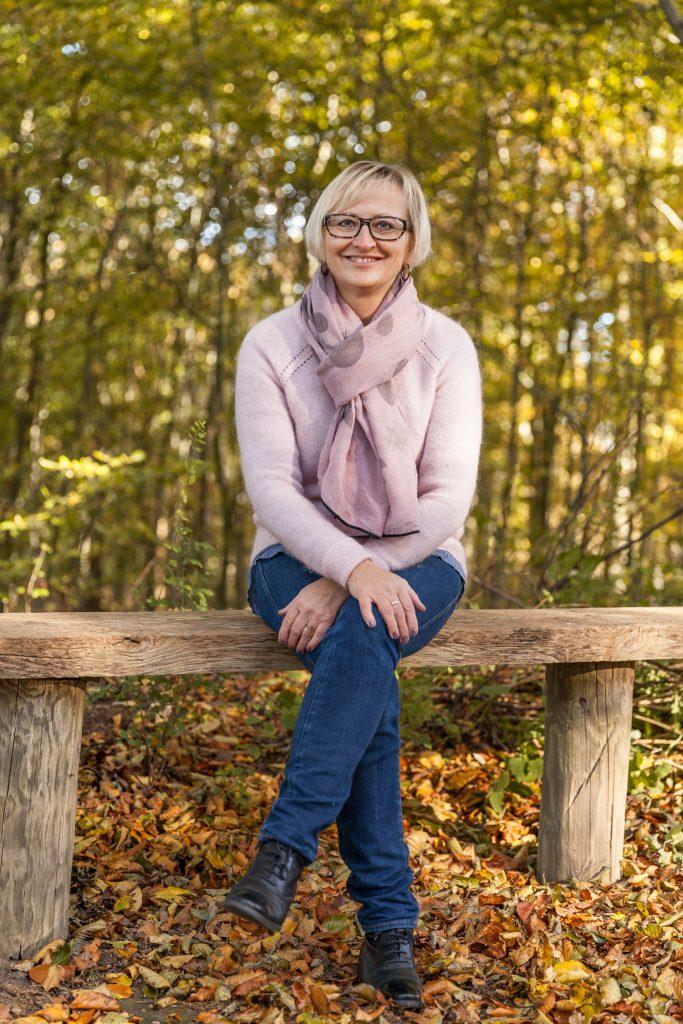 Birgitte Kjeldsen, trivselskonsulent, anvender coaching, healing og vandring som redskaber i et stressbehandlings forløb